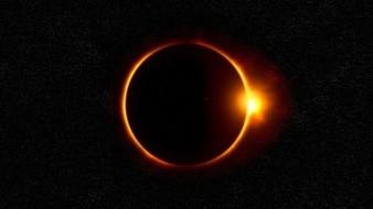Publican imagen desde el espacio de eclipse solar y huracán