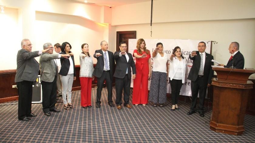 Hay nueva mesa directiva en el Colegio de Contadores de Nogales.(Rubén Ruiz)