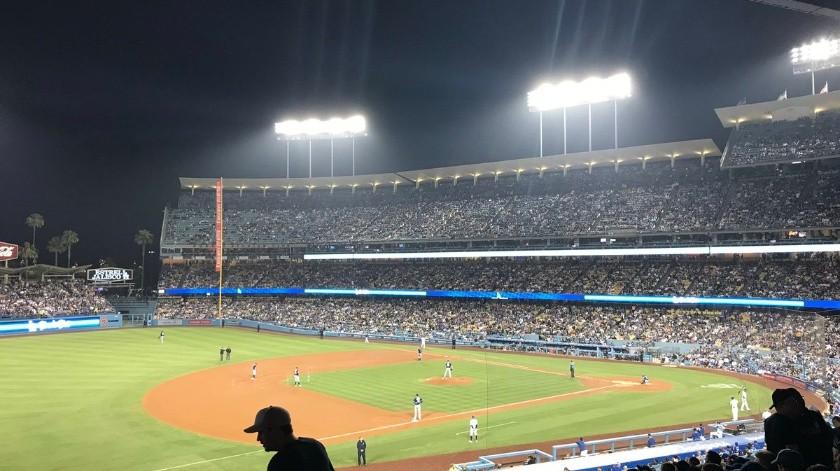 Temblor en Los Ángeles se sintió en pleno juego entre Dodgers y Padres.(Twitter)