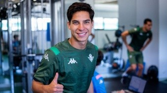 Diego Lainez positivo a su llegada a la pretemporada del Betis