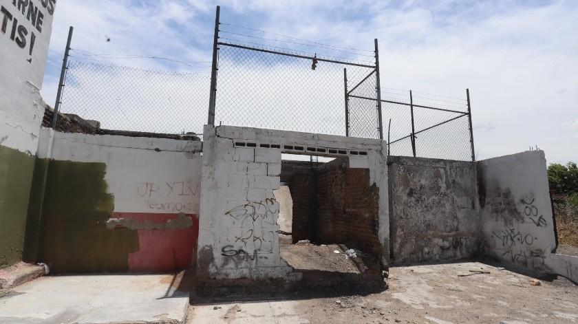 Por la Calle 3 y Eduardo W. Villa se encuentra esta casa abandonada y un lote baldío lleno de maleza, en la colonia Jesus García.(Teodoro Borbón)