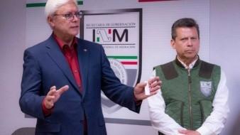 Bonilla Valdez y el nuevo delegado del INM, Manuel Marín.
