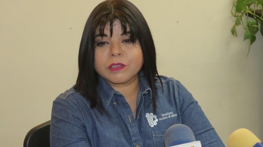 La maestra Karla Apodaca explicó las ventajas de la Educación Dual.(Anahí Velásquez)