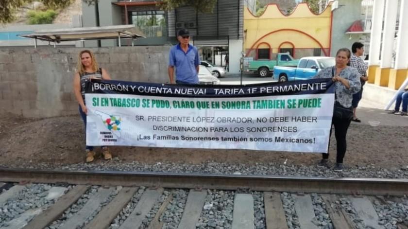 Usuarios Unidos por Sonora exigen borrón y cuenta nueva en pago del servicio de luz.(Rubén Ruiz.)