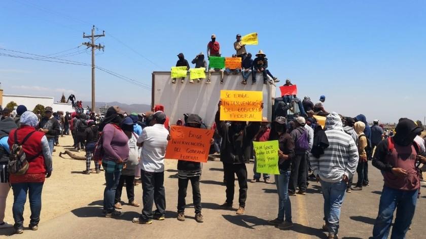 Los manifestantes piden intervención del gobierno federal, ya que presuntamente una empresa no ha cumplido con sus demandas laborales(Cortesía)
