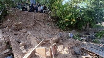 Familia muere en su casa tras deslave de cerro en Puebla