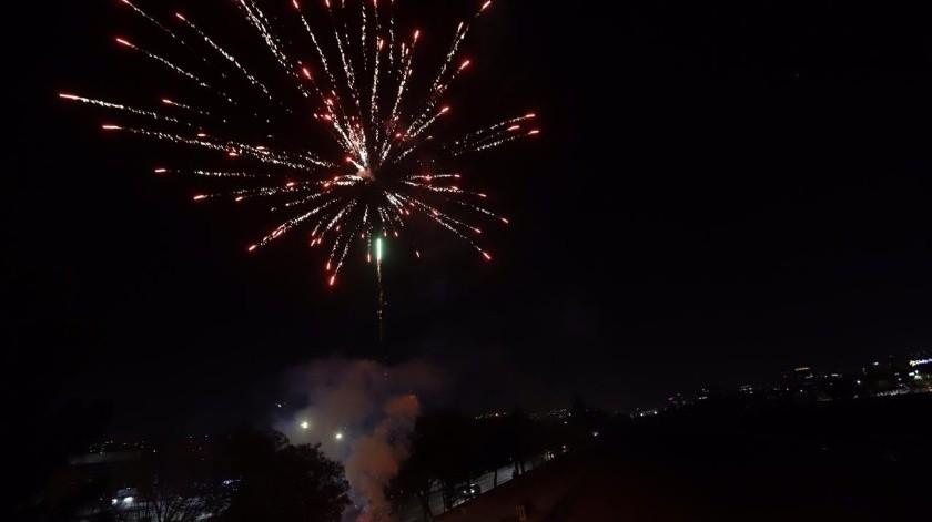 Celebran los 130 años de Tijuana con fuegos artificiales en la canalización(Gustavo Suárez)