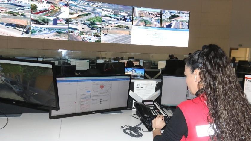 Alrededor de 400 llamadas de emergencia o reportes reciben por día en el C5 para Cajeme.(Teodoro Borbón)