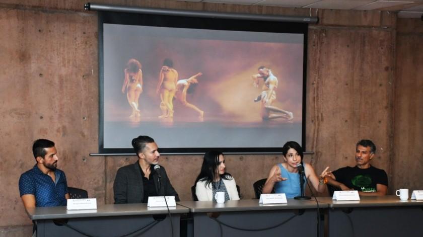 En conferencia de prensa estuvieron presentes la directora general del Cecut, Vianka R. Santana, Miroslava Wilson y Carlos A. González, codirectores de Péndulo Cero, y Ángel Arámbula y Henry Torres, director general y director artístico, respectivamente, de Lux Boreal.(Cortesía)