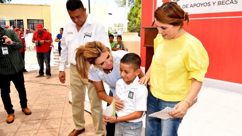 Con buenas noticias para los habitantes de la región, la gobernadora Claudia Pavlovich Arellano realizó una intensa gira de trabajo y resultados en Santa Ana y Benjamín Hill.(EL IMPARCIAL)