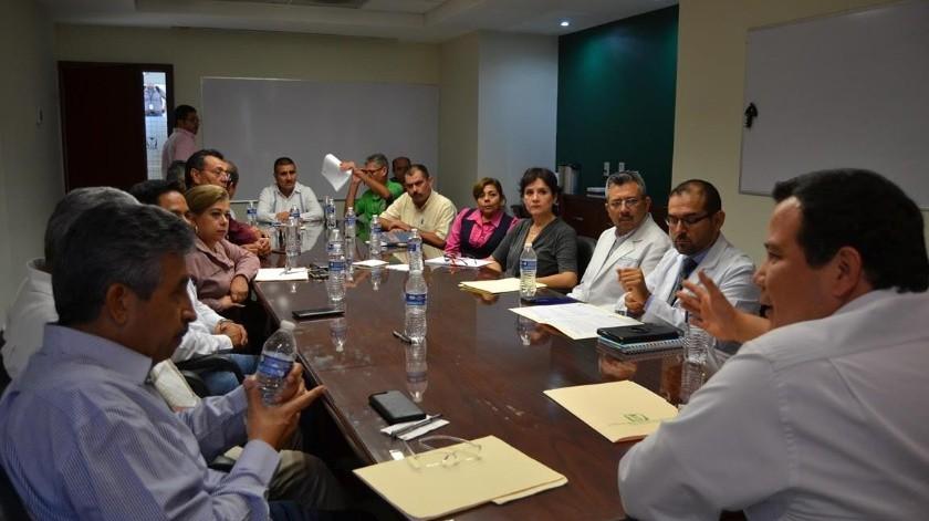 Guillermo Noriega, delegado del IMSS en Sonora, atiende a la CTM.(EL IMPARCIAL)