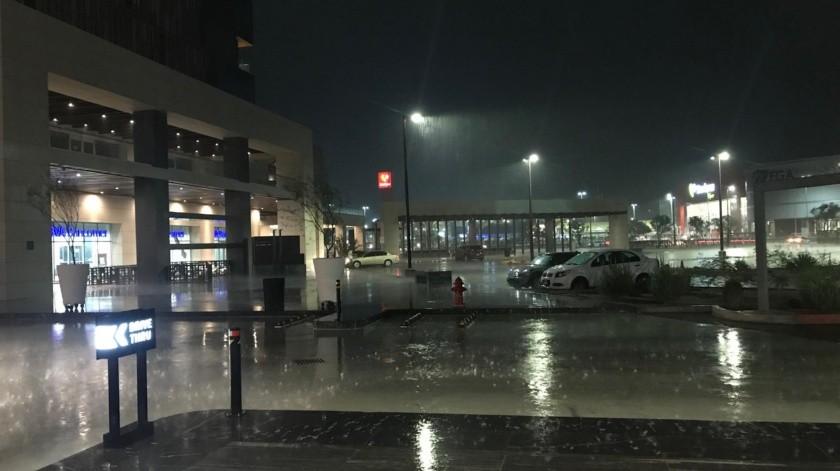 Lluvia arrecia en diferentes puntos de Hermosillo(Daniel Ríos)