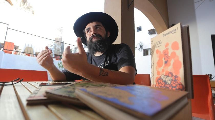 Martín Jaramillo asegura que La Biznaga es la única cartonera que existe en Sonora.(Eleazar Escobar)
