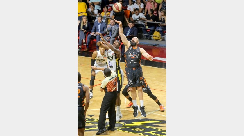 Rayos y Mantarrayas se enfrentan el martes en la Arena Sonora.(Eleazar Escobar)