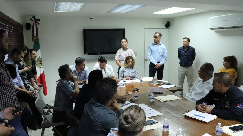 Autoridades locales y representantes de Pinsa lograron un acuerdo para la entrega al Municipio del parque industrial.(Rubén Ruiz)