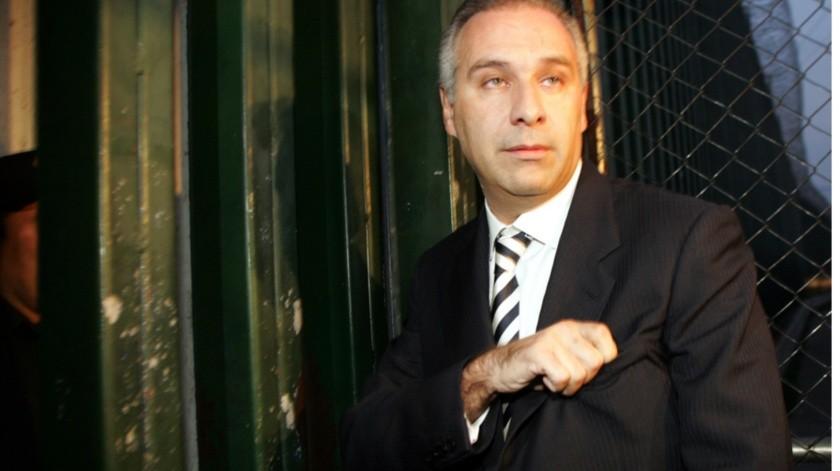 Un juez federal frenó, por el momento, la ejecución de cualquier orden de aprehensión contra el empresario y ex dueño del equipo de futbol Irapuato, José de Jesús Martínez Tejada.(Archivo)