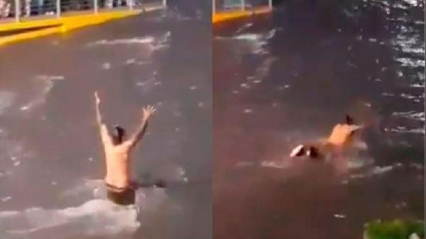 VIDEO: Hombre sin hogar nada en inundación de Guadalajara(Captura de video)