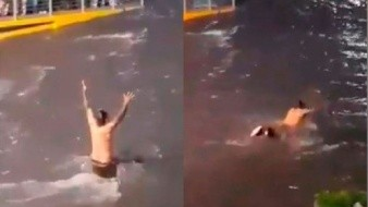 VIDEO: Hombre sin hogar nada en inundación de Guadalajara