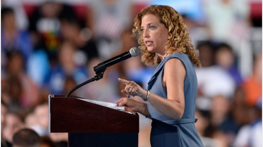 La congresista Debbie Wasserman Schultz se quejó de que los directivos del centro no les facilitaron la información sobre el plan preventivo de cara a la temporada de huracanes en el Atlántico .(EFE)