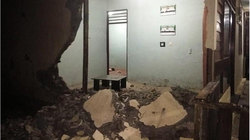 Varios hoteles de la isla decidieron evacuar a sus huéspedes por precaución a causa del seísmo que causó el derrumbe de algunos muros en un templo hindú de Denpassar.(EFE)