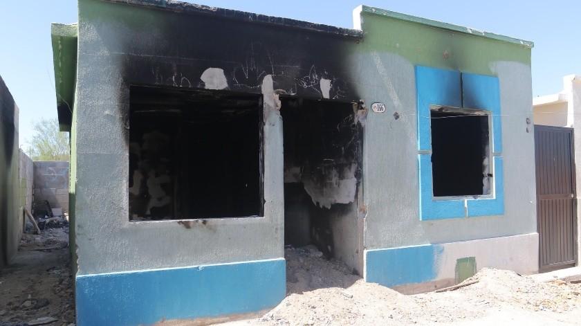 Vecinos de la colonia Villas del Sur, de la cerrada Villa Flores, se quejan de una casa abandonada que es incendiada y utilizada como basurero clandestino.(Anahí Velásquez)