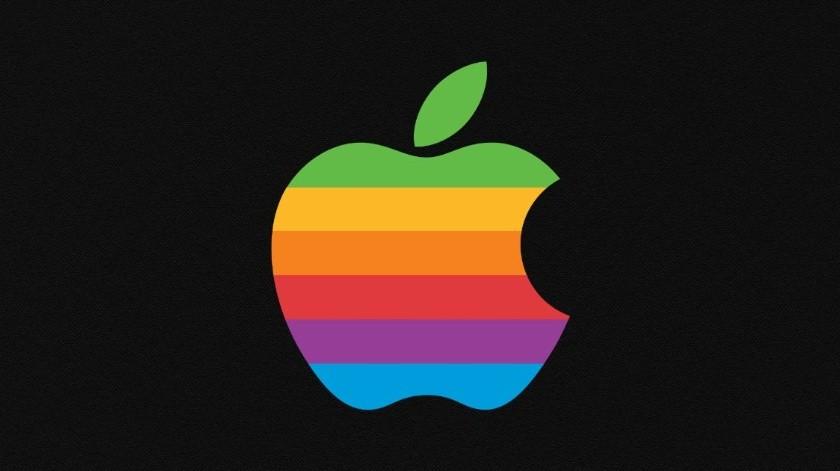 Apple usó la manzana mordida en estos tonos en los años 70 y lo mantuvo hasta fines de los años 90.(Cortesía)