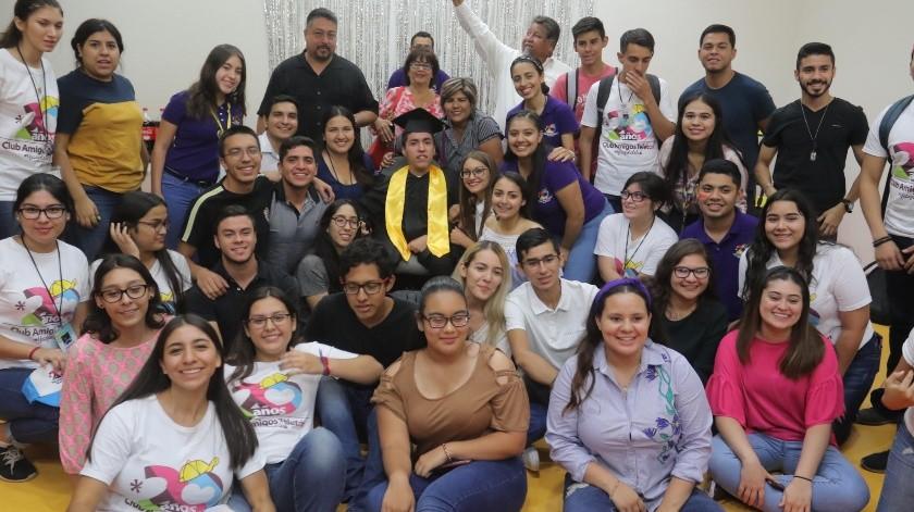 Una gran fiesta organizaron en el CRIT por la graduación de Zaid Caleb Briseño Madrid.(Anahí Velásquez)