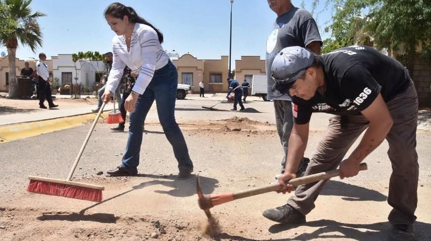"""La alcaldesa Célida López participó ayer en la jornada del programa """"Juntos Bacheamos Hermosillo"""".(EL IMPARCIAL)"""