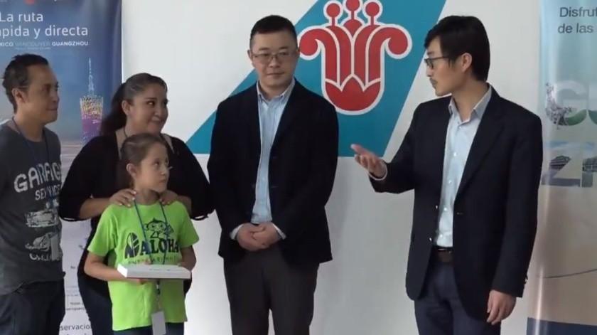 Aerolínea china paga viaje de mexicana para concurso(Captura de video)