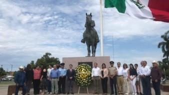 Al pie del Monumento al General Álvaro Obregón se colocó ayer una ofrenda floral en Ciudad Obregón.