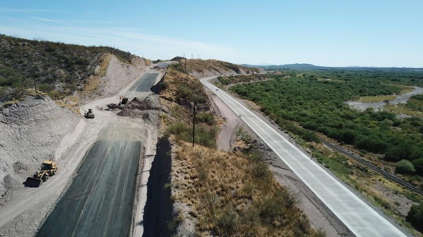 Trabajos de la cuatro carriles en el kilómetro 1745 aproximadamente aquí tramo Santa Ana -  Magdalena .(Juan Hernández)