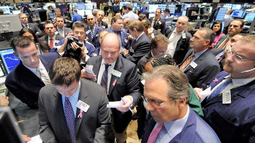 Wall Street cerró este jueves en verde tras una sesión que fue irregular pero a la que animaron en las últimas horas los comentarios de un miembro de la Reserva Federal (Fed) de EU favorables a una rebaja de los tipos de interés.(AP)