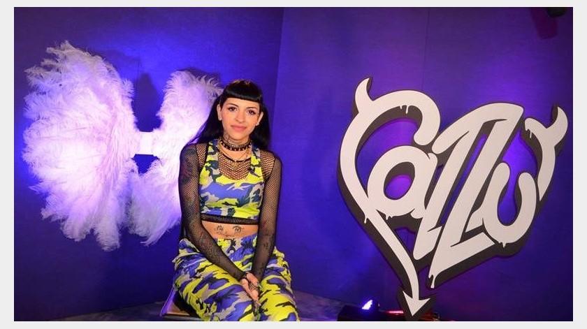 La cantante y compositora argentina de trap Cazzu posa para Efe durante una entrevista el pasado 16 de julio de 2019, en el barrio histórico de Wynwood, en Miami, Florida (EE.UU.).(EFE)