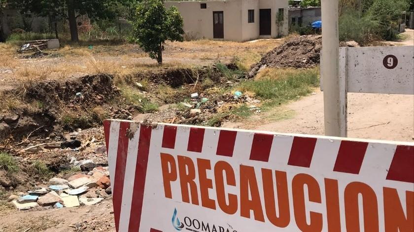 La calle Álamo de la colonia Mocuzarit está intransitable y en temporada de lluvias se convierte en un arroyo, denunciaron vecinos.(Jesús Palomares)