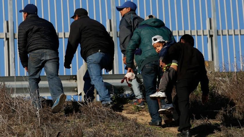 Hacen falta espacios para albergar a migrantes.(AP)