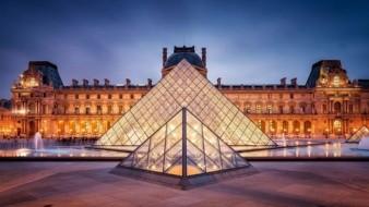 El museo parisino recibe más de diez millones de visitantes al año.