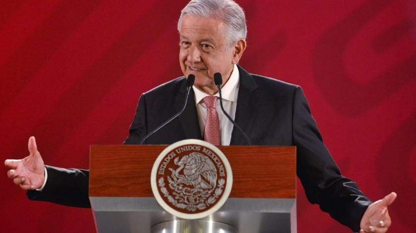 Sin dar un nombre, el presidente Andrés Manuel López Obrador reveló que un ex presidente del País debe impuestos al Servicio de Administración Tributaria (SAT).