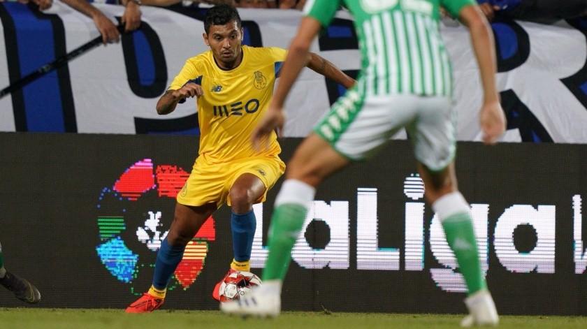 ''Tecatito'' fue el único mexicano que jugó en el Betis vs Porto.(Twitter/ @FCPorto)
