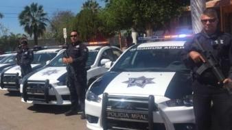 Entregan uniformes a policías en Empalme