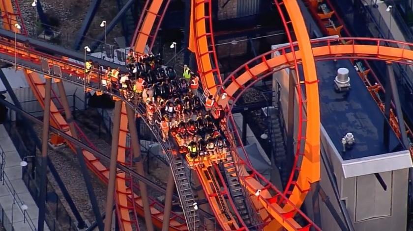 Funcionarios de Six Flags dijeron a los medios de comunicación que la montaña permanecerá cerrada(Captura de video)