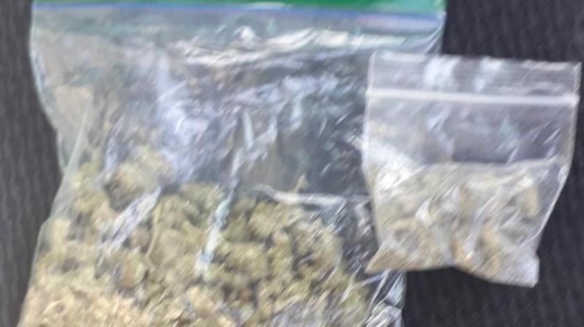 Policías huyen tras ser descubiertos con mariguana(GH)