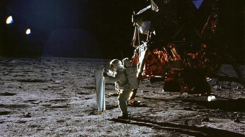 La casa Sotheby's informó este domingo que los artículos relacionados con viajes al espacio, que realizó para rendir tributo a los 50 años del primer viaje a la Luna, se subastaron por un total de 5,5 millones de dólares, un millón más de lo esperado.(EFE)