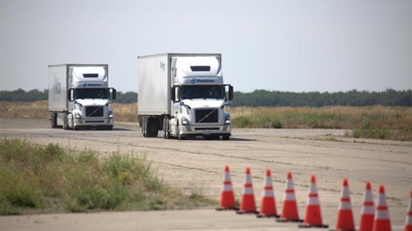 Sistema autónomo podría permitir que un conductor maneje dos camiones por separado(Cortesía)