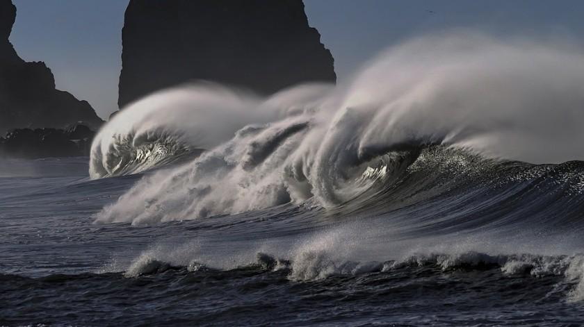 Hombre muere tras romperse el cuello con fuerte ola(Pixabay)