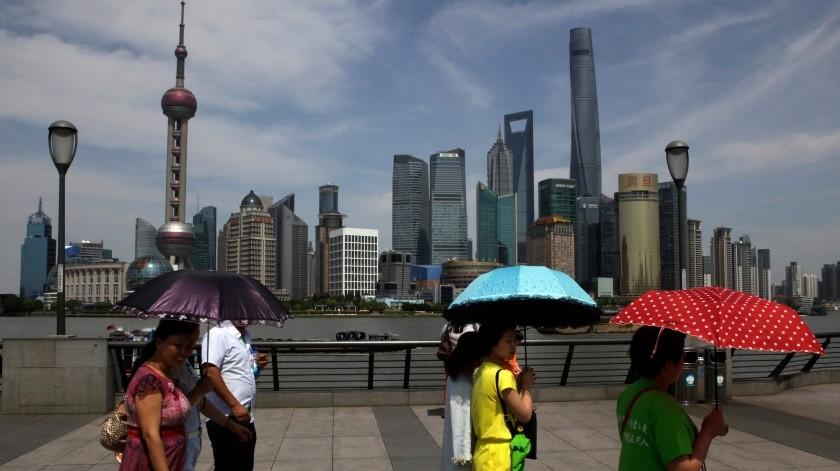 Una vista del centro financiero de Pudong, en Shanghai en China, el 22 de mayo del 2015.(AP)