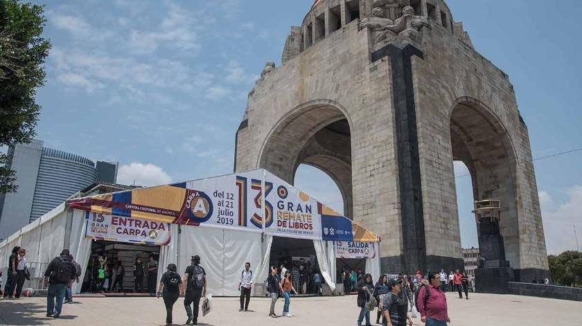 En su 13ª edición, el Gran Remate de Libros, realizada del 12 al 21 de julio, rompió récord de visitantes al reunir a 233 mil 300 asistentes en el Monumento a la Revolución, donde se realizó por primera vez, casi el doble del año pasado en el Auditorio Nacional, al que asistieron 121 personas.(Tomada de la red)