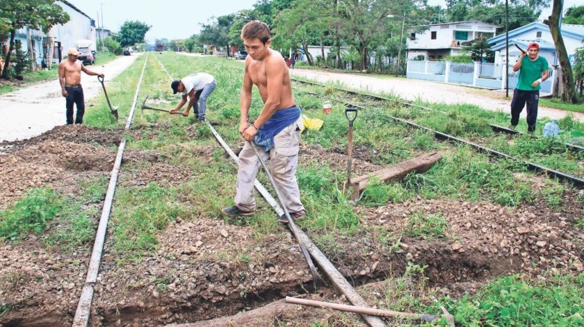 En la vía del Tren Maya, 330 kilómetros están en riesgo de ser expropiados; una investigación cartográfica revela que el 34% del nuevo trazado no cuenta con propiedad federal para construir las líneas férreas del megaproyecto.(Agencia El Universal)