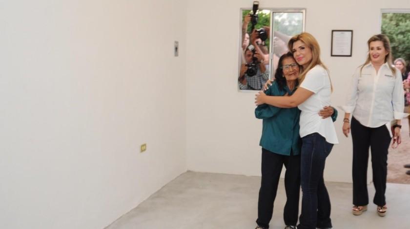 """""""Siempre he pensado que lo más importante para cualquier ser humano es tener una vivienda digna, educación y salud"""", expresó la gobernadora Claudia Pavlovich durante la entrega de vivienda.(REDACCIÓN GH)"""