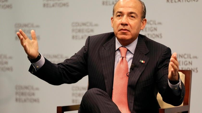 Felipe Calderon - 2 : ABUSOS clr(Banco Digital, AP)