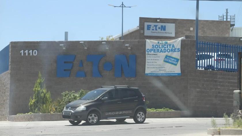 Las maquilas mantienen sus anuncios de empleo de manera permanente en Nogales.(Rubén Ruiz)